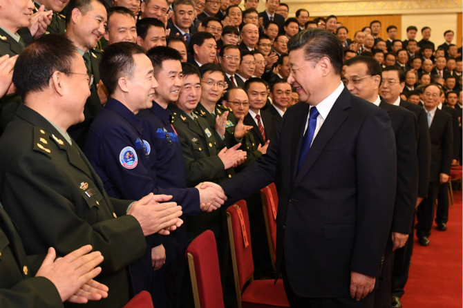 Xi greets astronauts, lauds space program
