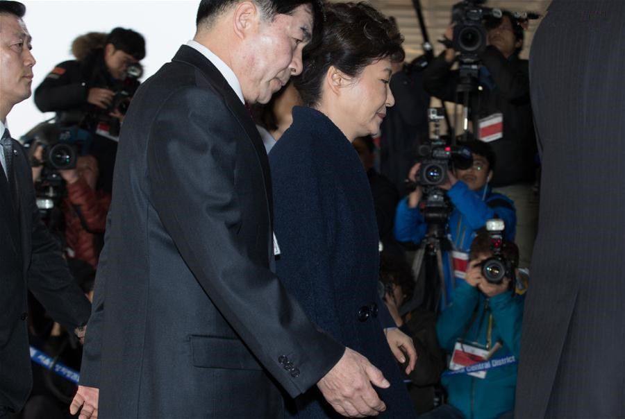 Ousted S. Korean president apologizes before being questioned