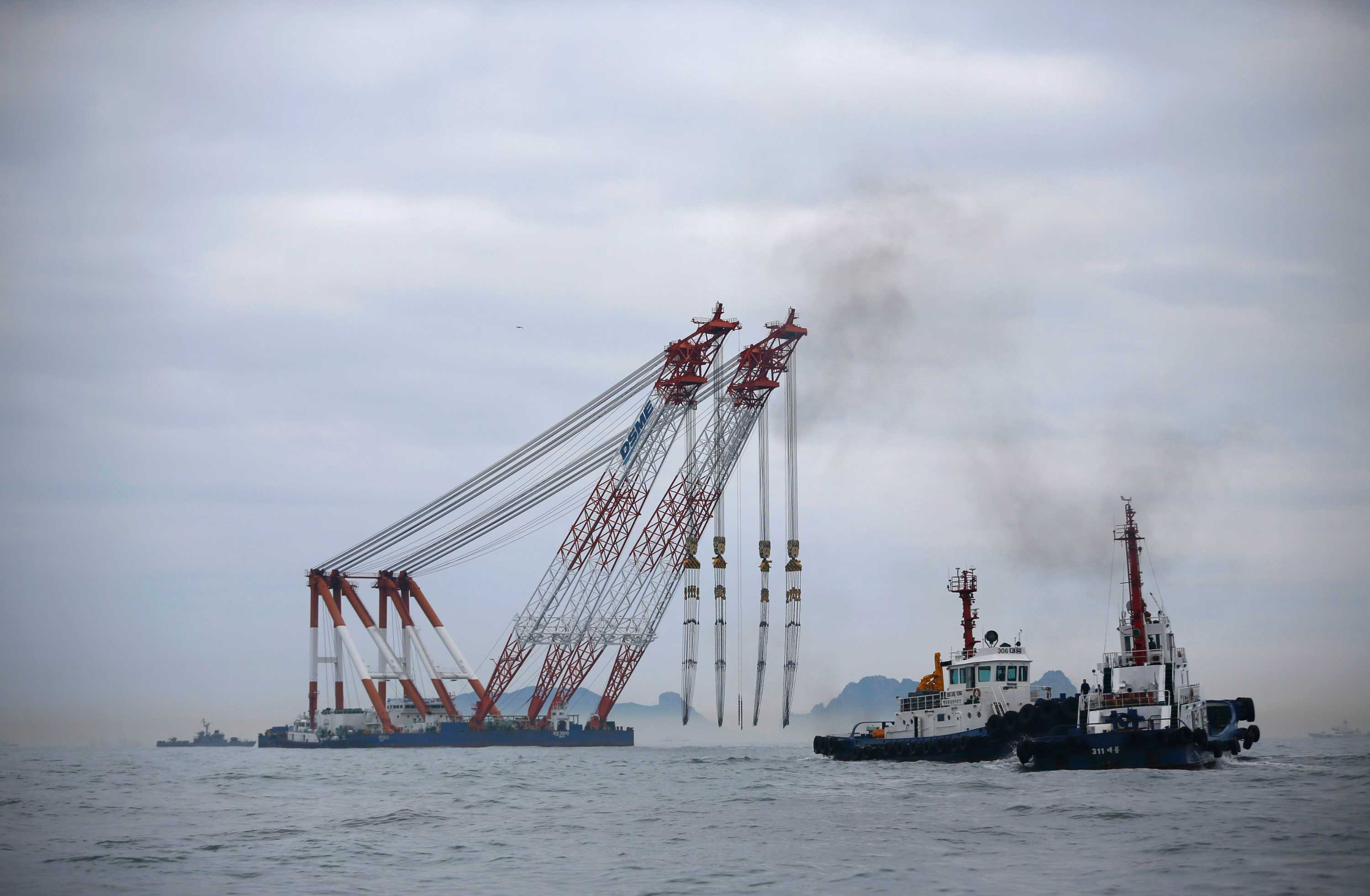 Salvaged S.Korean ferry Sewol to be transported to find cause of accident