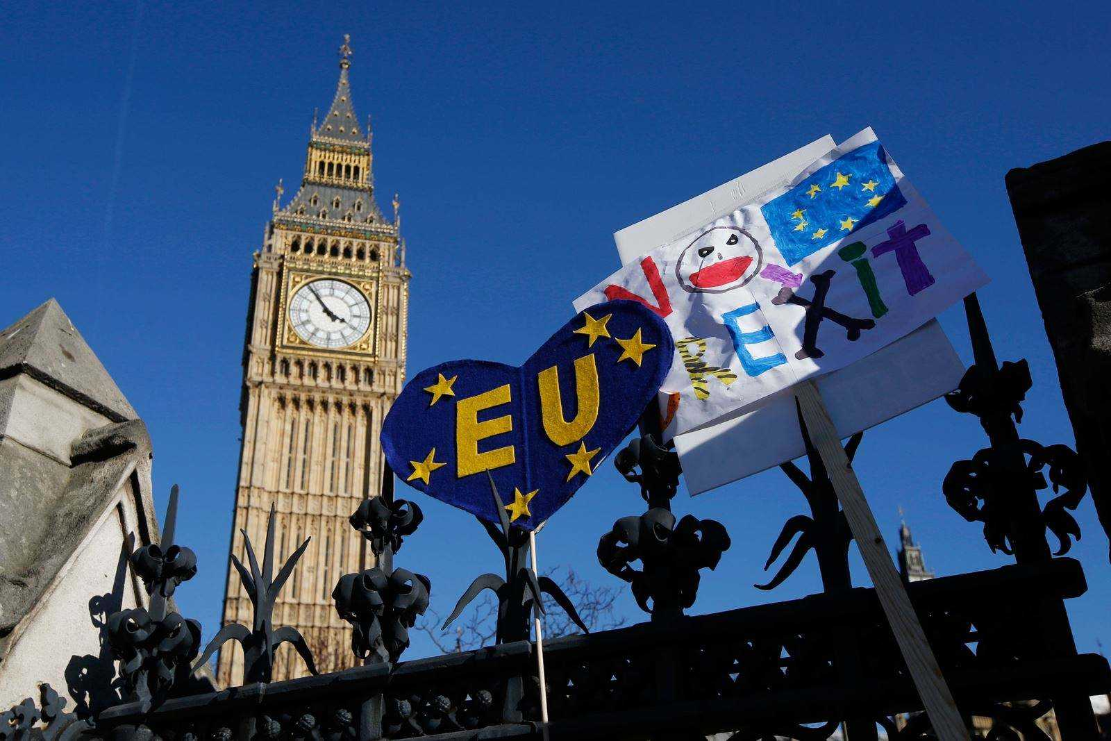 Brexit: EU citizens offered 'UK settled status' by PM May