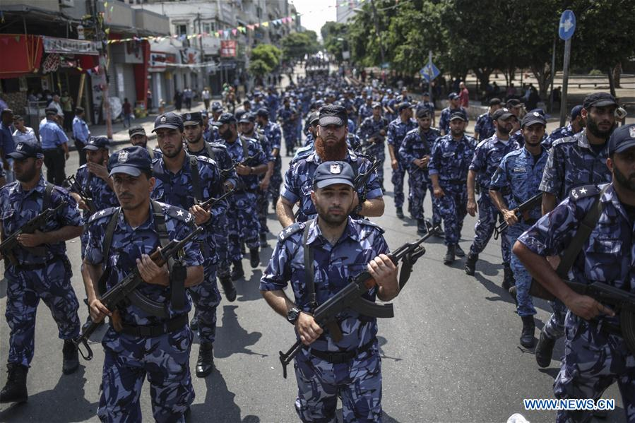 Hamas militants participate in military parade in Jerusalem